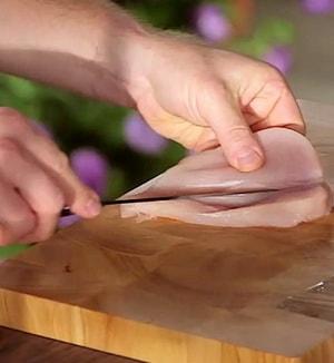 Как приготовить рулеты из куриной грудки с сырной начинкой