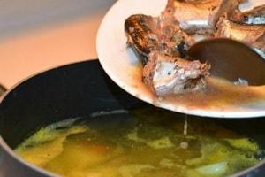 """Как приготовить вкусный рыбный суп из консервов """"Сайра"""""""