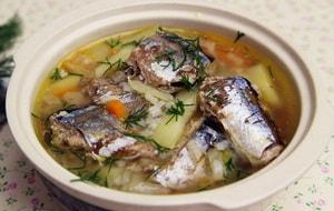 """Как и с какими дополнительными ингредиентами можно приготовить рыбный суп из консервов """"Сайра"""""""