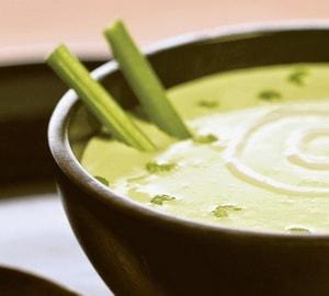 С какими дополнительными ингредиентами можно приготовить овощной суп с сельдереем для похудения