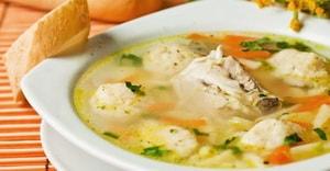 Какими лополнительными ингредиентами можно разнообразить рецепт приготовления супа с галушками