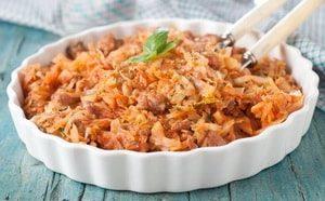 Где можно найти рецепт с фото тушёной капусты с курицей