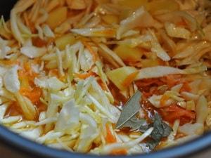 Как приготовить тушеную капусту с курицей в духовке
