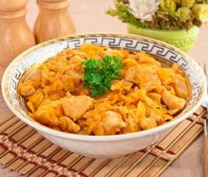 Как приготовить тушеную какпусту с курицей и какова ее диетологическая ценность