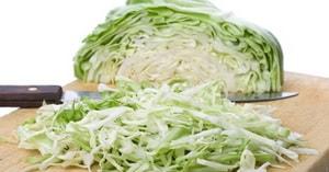 Какие ингредиенты входят в рецепт с фото тушёной капусты с курицей