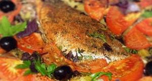 Как и с какими дополнительными ингредиентами можно запечь морского окуня в духовке