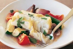 Где можно найти рецепт с фото рыбы с овощами в духовке