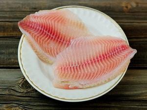 Какие ингредиенты необходимы для того, чтобы приготовить рыбу под овощами, запеченную в духовке