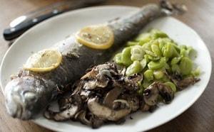 Как и с какими дополнительными ингредиентами можно запечь форель в фольге в духовке
