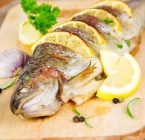 Каков рецепт приготовления речной форели, запеченной в духовке целиком