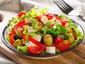 Где можно найти пошаговый рецепт греческого салата с фетаксой