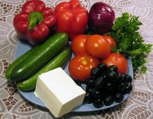 Как и из каких ингредиентов можно готовить греческий салат с фетаксой