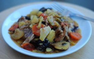 Как и с какими дополнительніми ингредиентами можно приготовить жаркое в горшочках в духовке