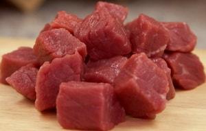 Какие ингредиенты необходимы для того, чтобы приготовить жаркое из говядины в горшочках в духовке