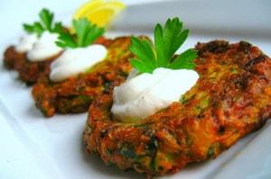 Как и с какими дополнительными ингредиентами можно приготовить оладушки из кабачков
