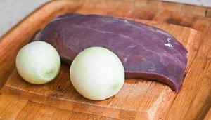 какие ингредиенты понадобяться для того, чтобы приготовить паштет из свиной печени с морковью и луком