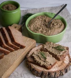 Как и с какими дополнительными ингредиентами можно приготовить паштет из свиной печени в домашних условиях