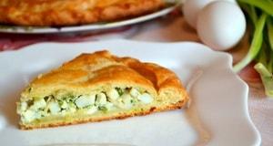 Какова диетолгическая ценность заливного пирога с зеленым луком и яйцом на кефире