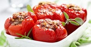 Где можно найти рецепты фаршированного мясом и овощами перца, запеченнного в духовке