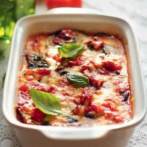 Как приготовить запеканку из баклажанов с помидорами, сыром и сметаной в духовке