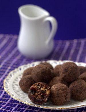 Как и с какими дополнительными ингредиентами можно приготовить конфеты из сухофруктов и орехов своими руками