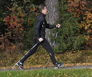 Фиксированные и телескопические палки для скандинавской ходьбы