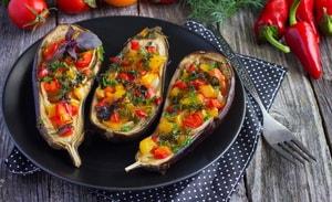 Как и с какими дополнительными ингредиентами можно приготовить лодочки из баклажанов во рецепту с фото