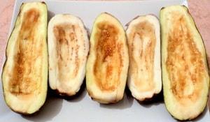 Какие овощи лучше выбрать для того, чтобы приготовить лодочки из баклажанов с фаршем в духовке