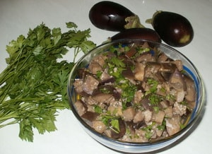 Как приготовить маринованные баклажаны быстрого приготовления с чесноком и зеленью