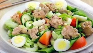 Как с какими дополнительными ингредиентами можно приготовить салат из печени трески