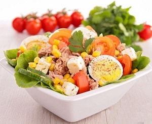 Салат с кукурузой консервированной простой рецепт