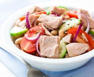 Где найти лучшие рецепты с фото салатов с консервированным тунцом