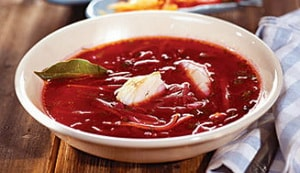 Как и с какими дополнительными ингредиентами можно приготовить горячий свекольник