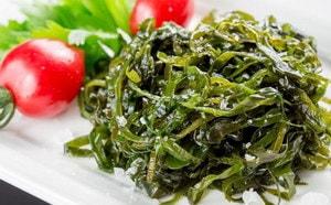 Какова диетическая ценность салата из морской капусты, приготовленного по рецепту
