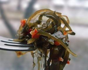 Как и с какими дополнительными ингредиентами можно приготовить салат из морской капусты