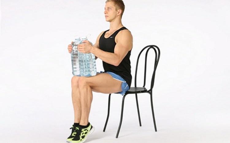 как выполнять подъемы на носочки сидя