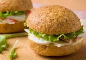 готовые сэндвичи с крабовыми палочками