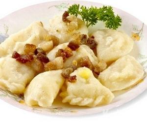 блюдо вареники с салом