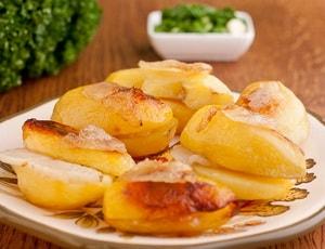 Картофель с салом, запеченный в духовке