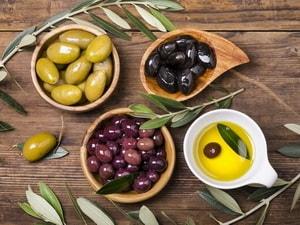 разные цвета оливок