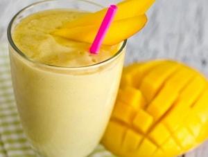 вид смузи с манго