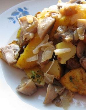 Картошка, запеченная в мультиварке с грибами