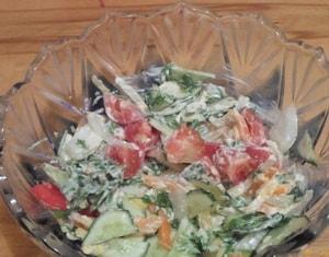 калорийность овощного салата со сметаной